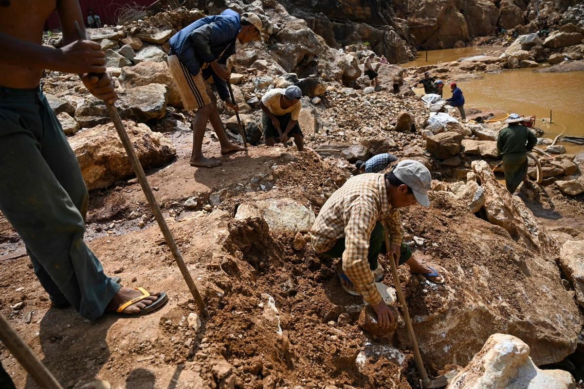 Нелегальная добыча драгоценных камней в Мьянме