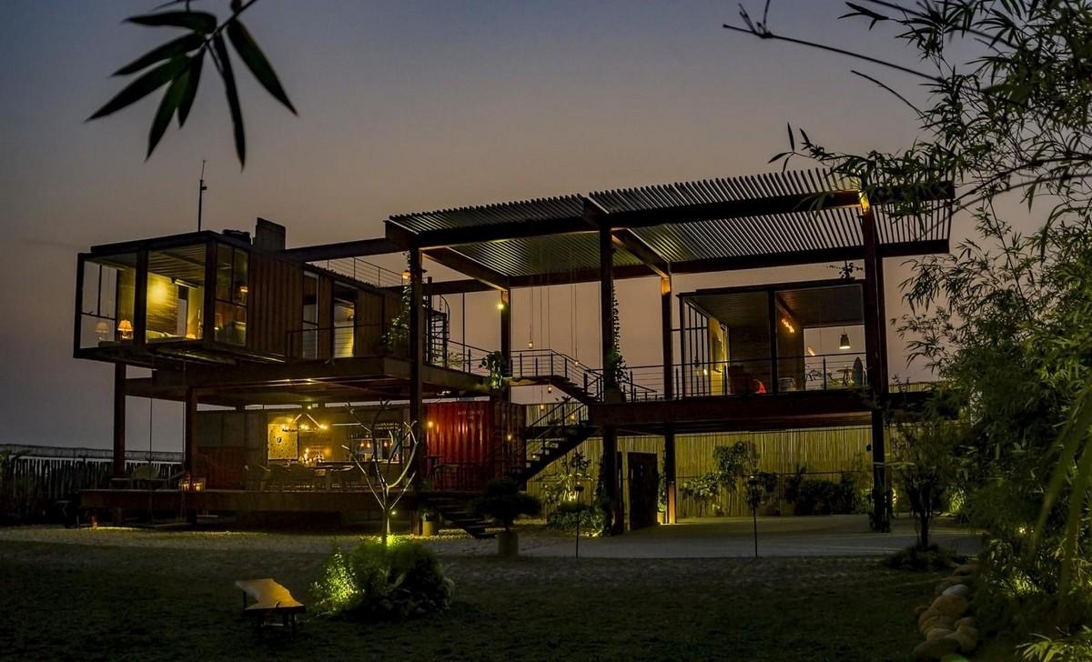 Частный дом из транспортных контейнеров в Бангладеш