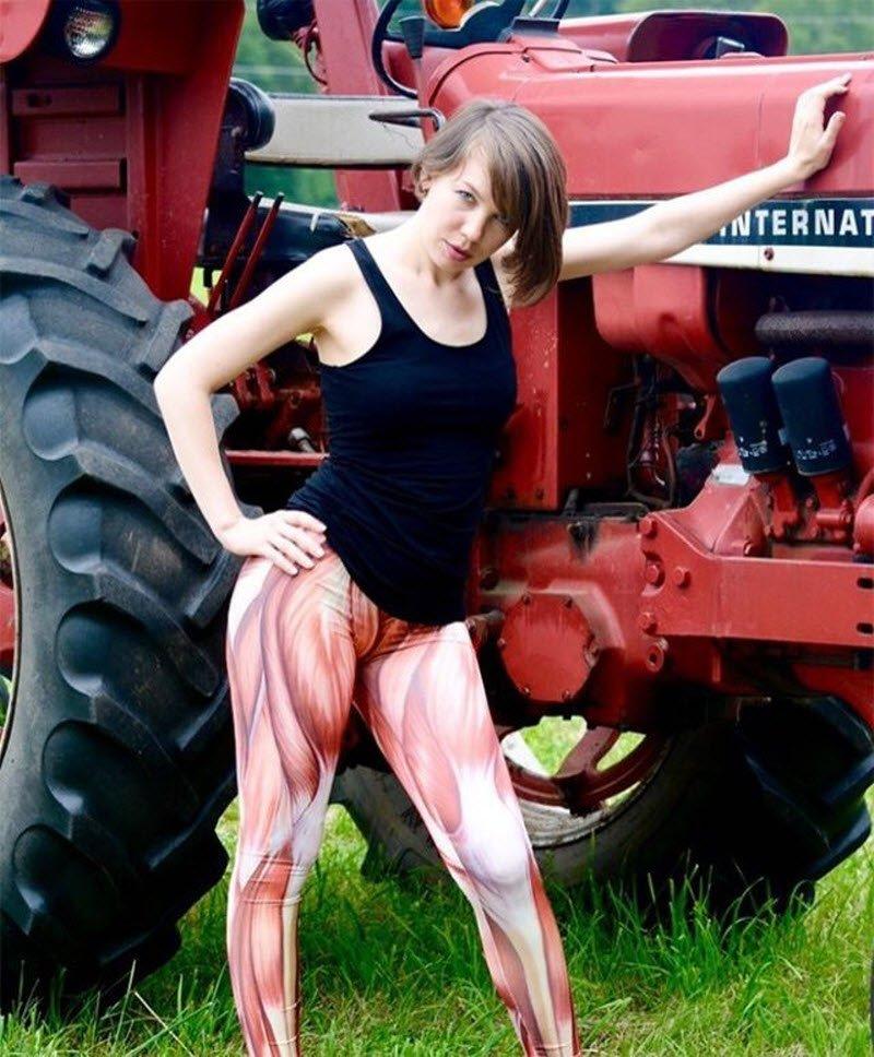 Девушки хвастаются ободранными до мышц ногами