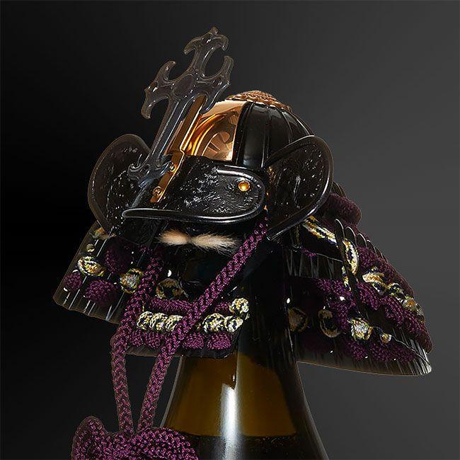 Бутылочные крышки в виде самурайских шлемов кабуто