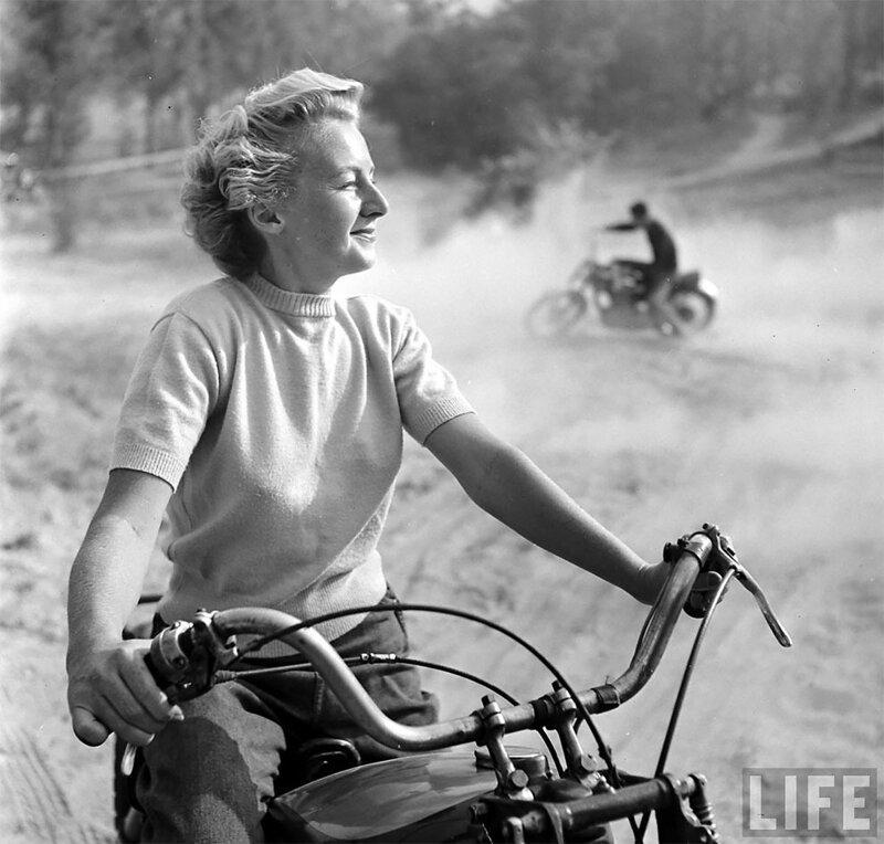 Как выглядели байкерши в 1940-х