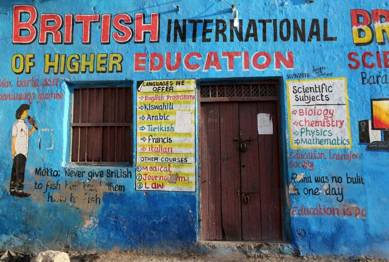 Рисунки на фасадах магазинов в Сомали