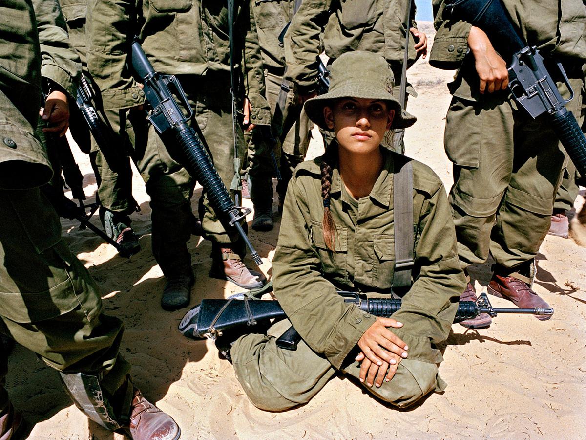 Девушки израильской армии на снимках Рэйчел Папо