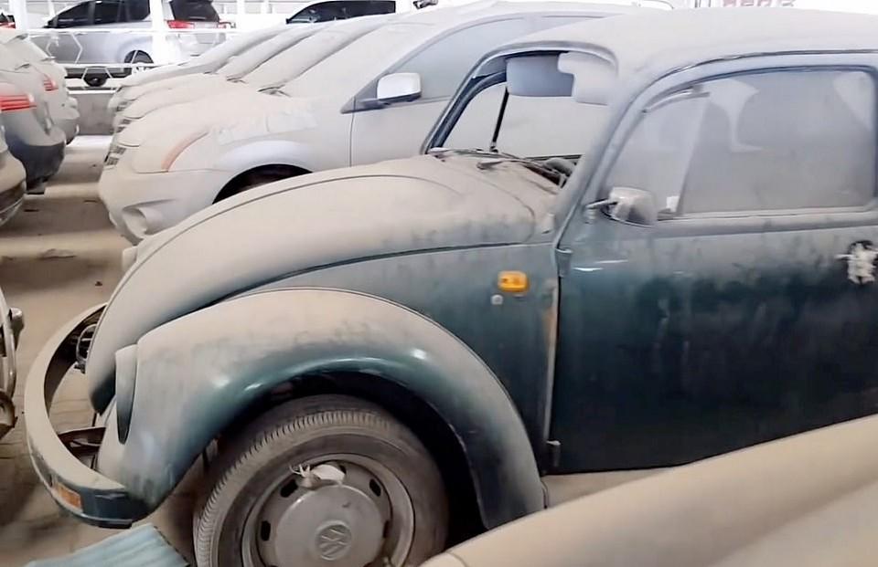 Тысячи роскошных авто на кладбище суперкаров в пустыне ОАЭ
