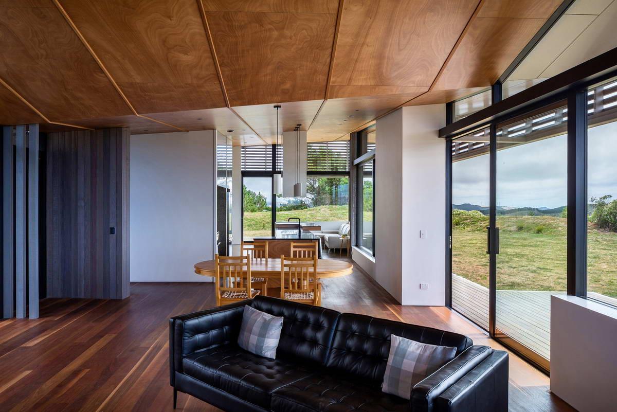 Страусовый дом с двором в Новой Зеландии