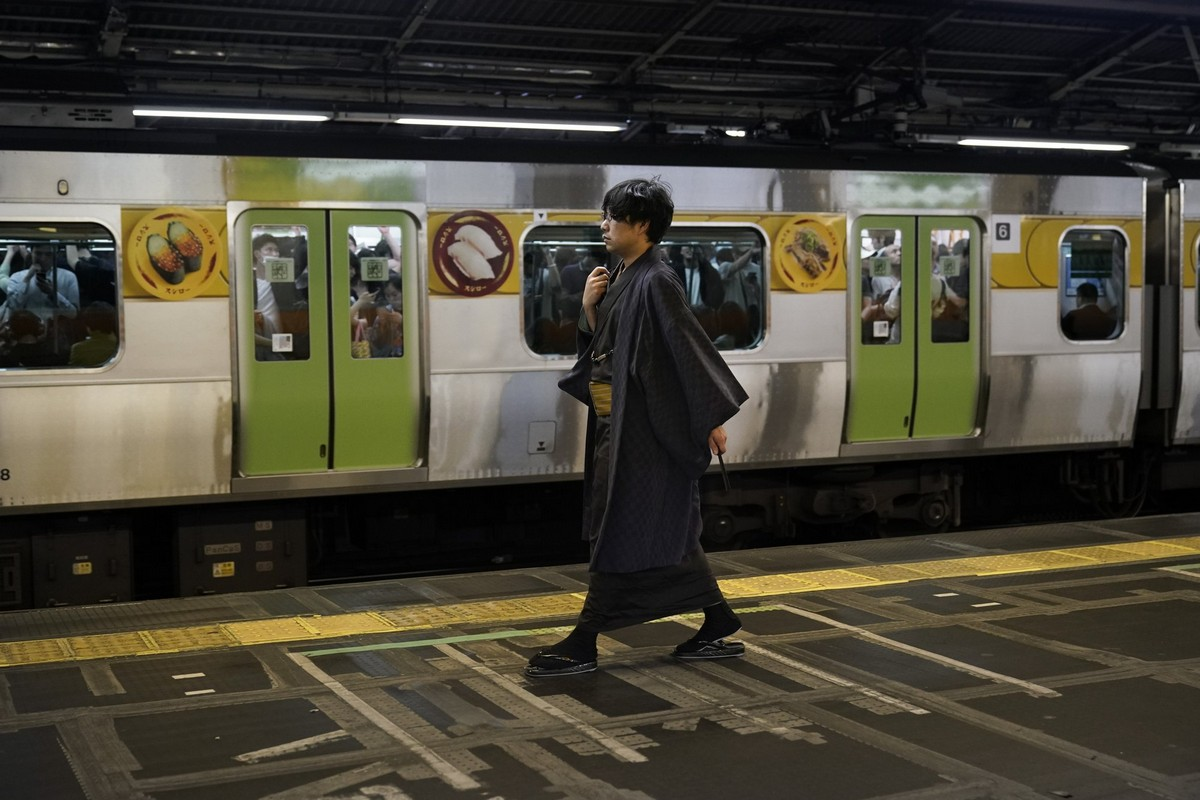 Взгляд на повседневную жизнь Токио с кольцевой линии Яманотэ