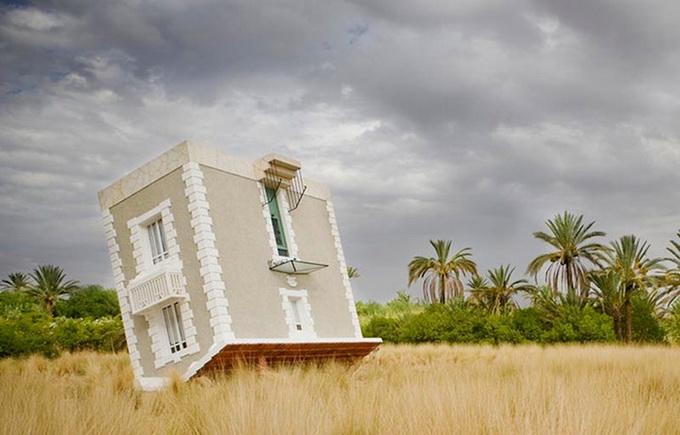 Перевернутый дом в Марокко