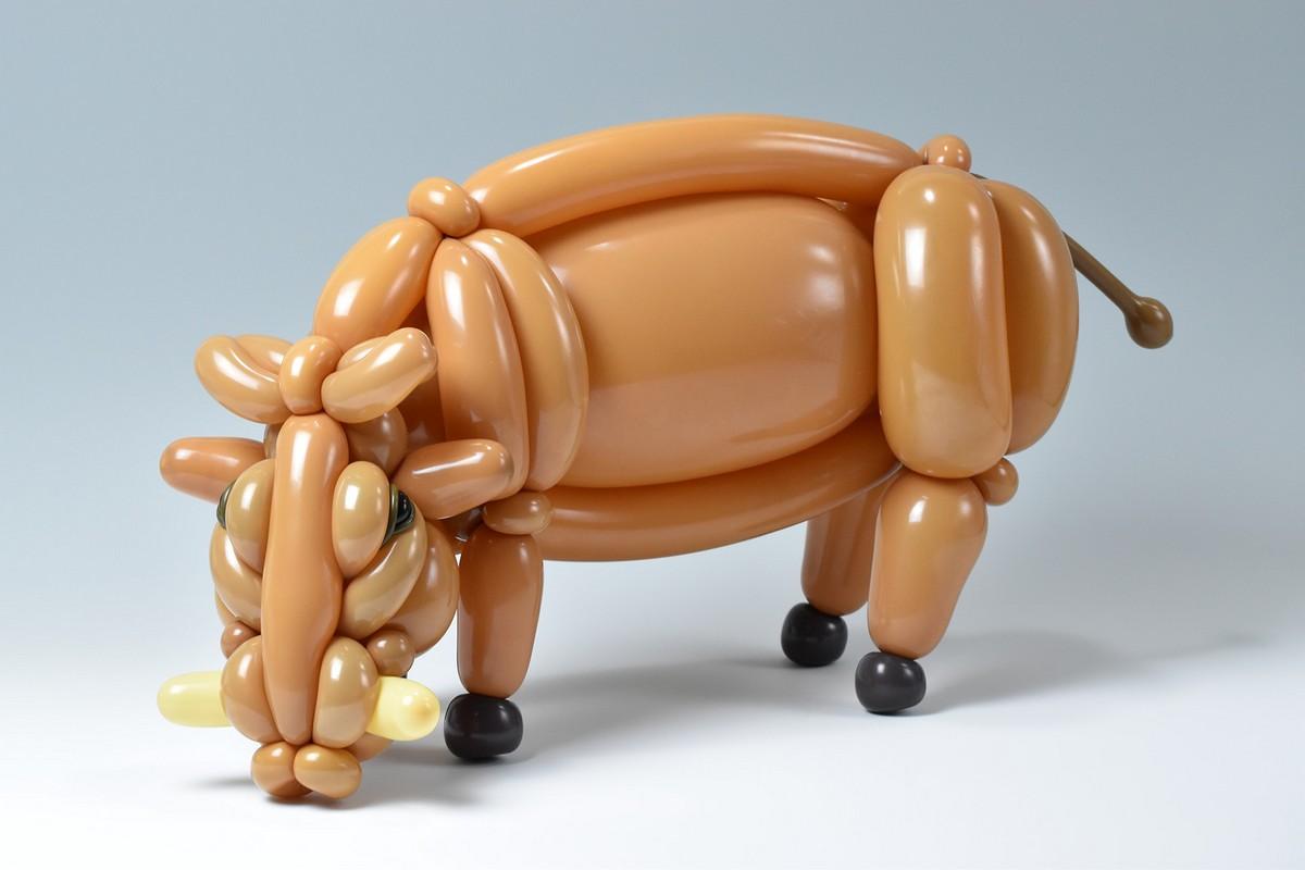 Потрясающие скульптуры животных и насекомых из воздушных шаров