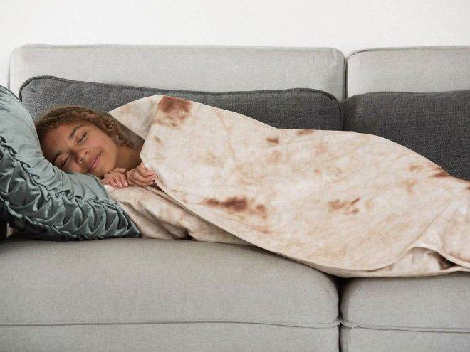 Уютное одеяло в виде буррито на снимках из Instagram