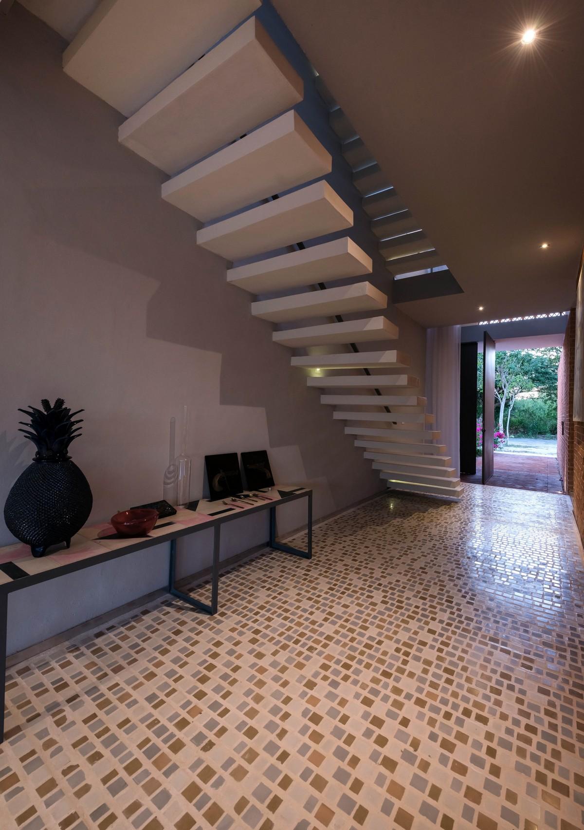 Городской дом из необычного кирпича в Мексике