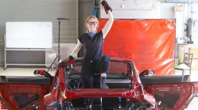 Шведская изобретательница превратила седан Tesla в пикап