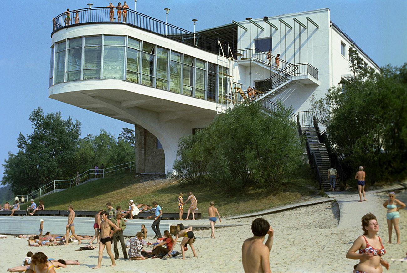 Каким был пляжный отдых в Советском Союзе