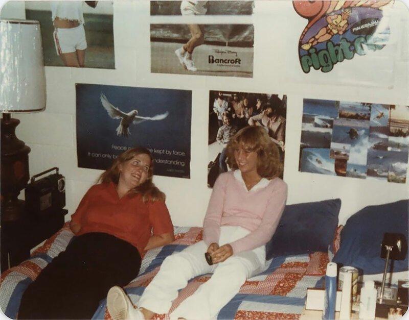 Плакаты и типичные комнаты американских подростков 80-х годов