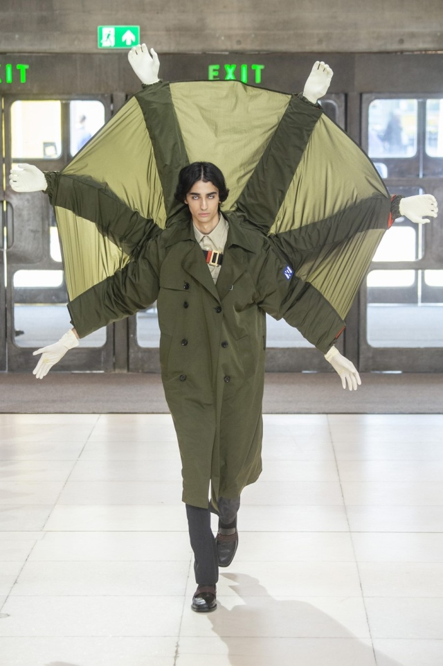 На лондонской Неделе моды на подиум вышли беременные мужчины