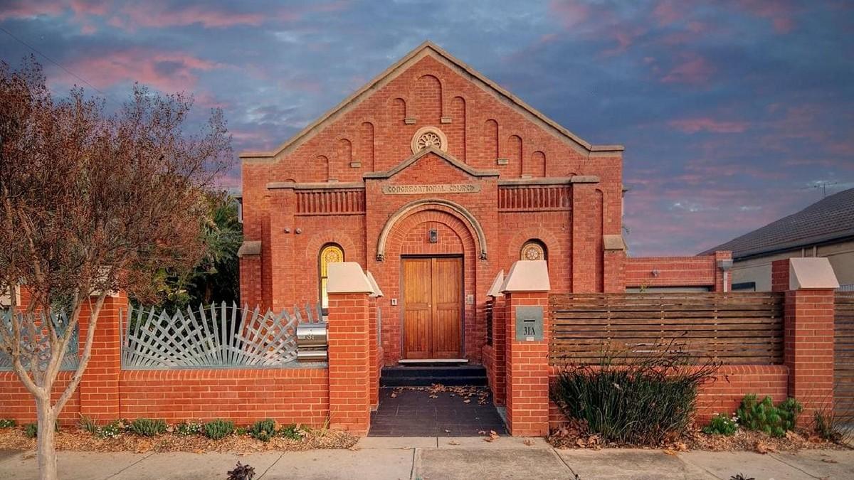 Старую церковь переоборудовали в современное жилье в Австралии