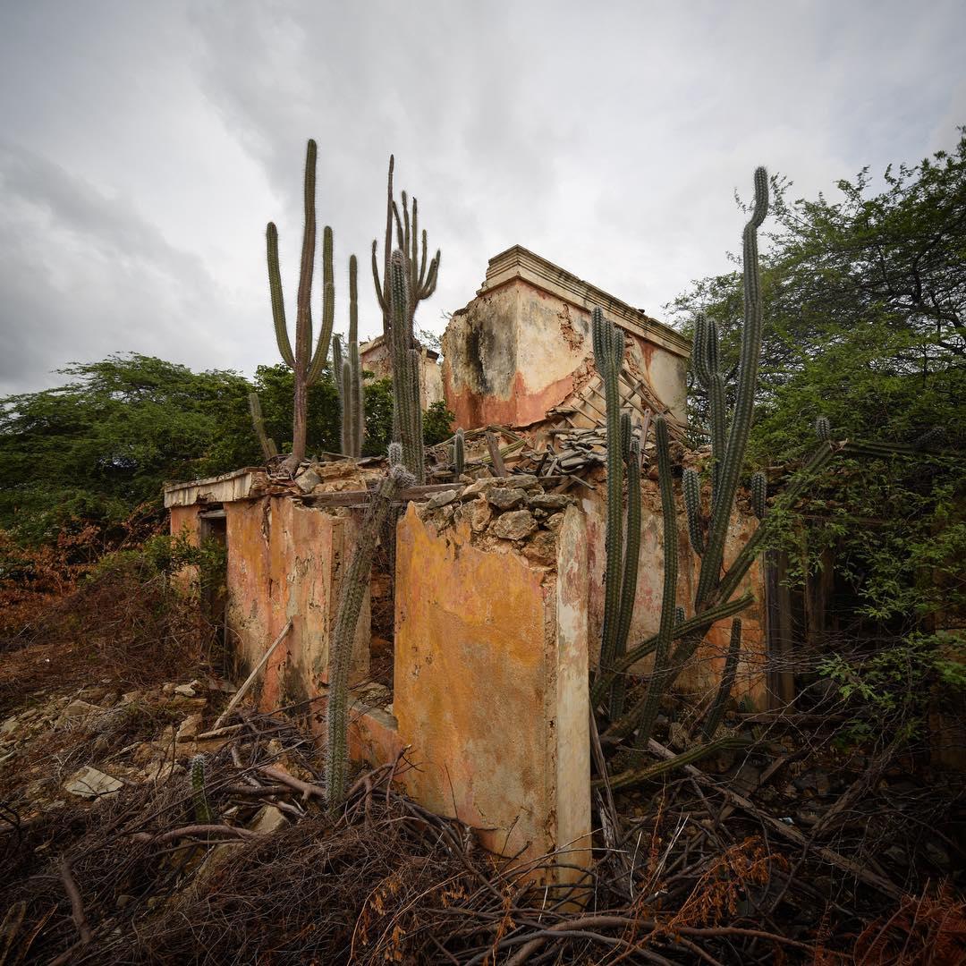 Фотографии заброшенных зданий Италии от Йеруна Таала