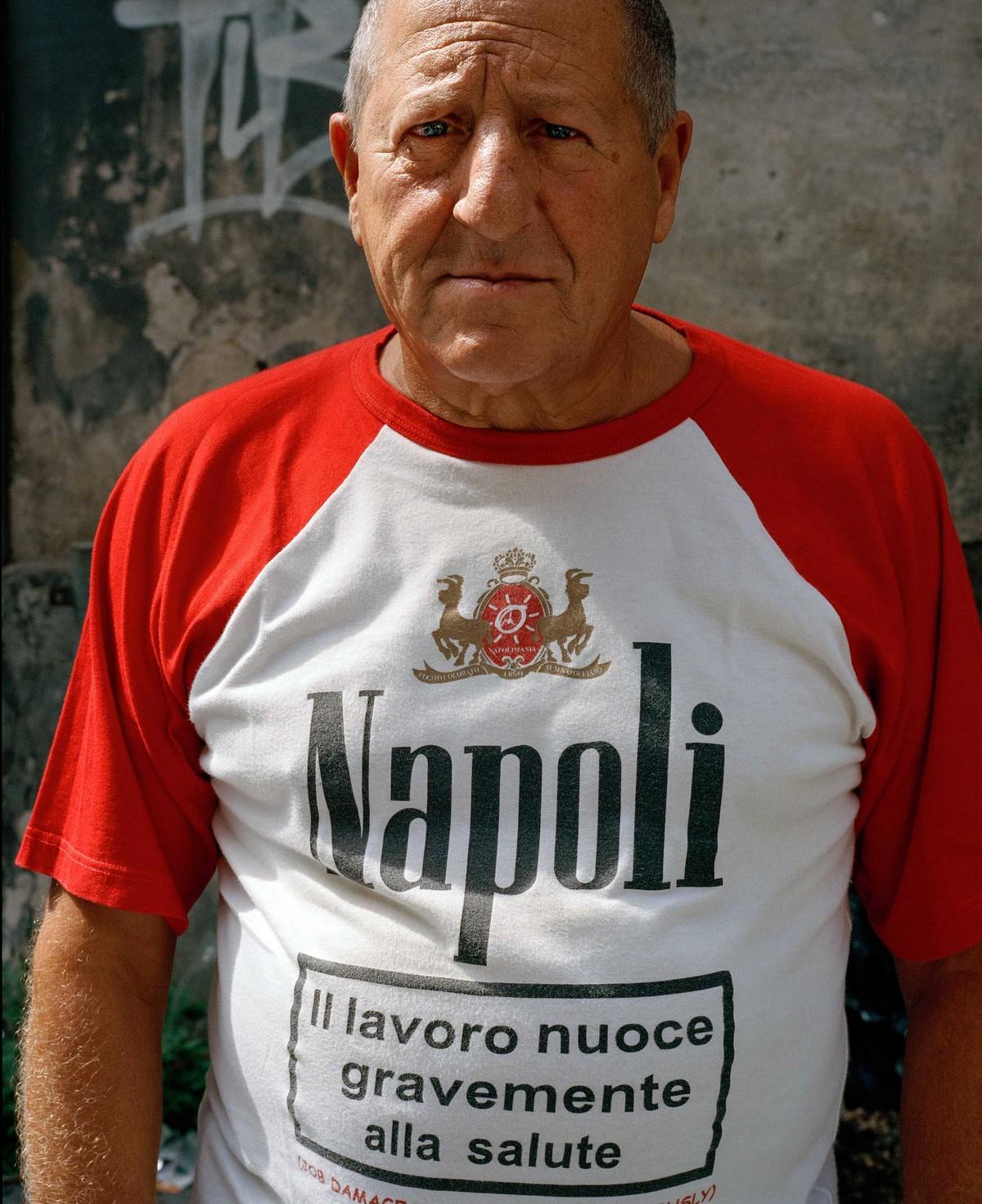 Жизнь в мафиозном городе Неаполе на снимках Сэма Грегга
