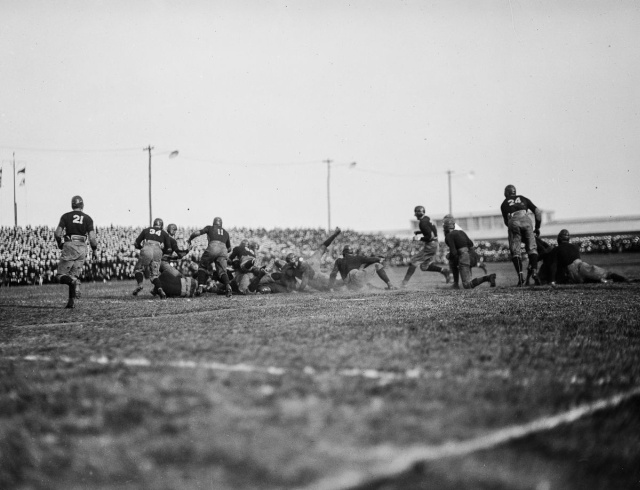 Опасный американский футбол начала XX века на снимках