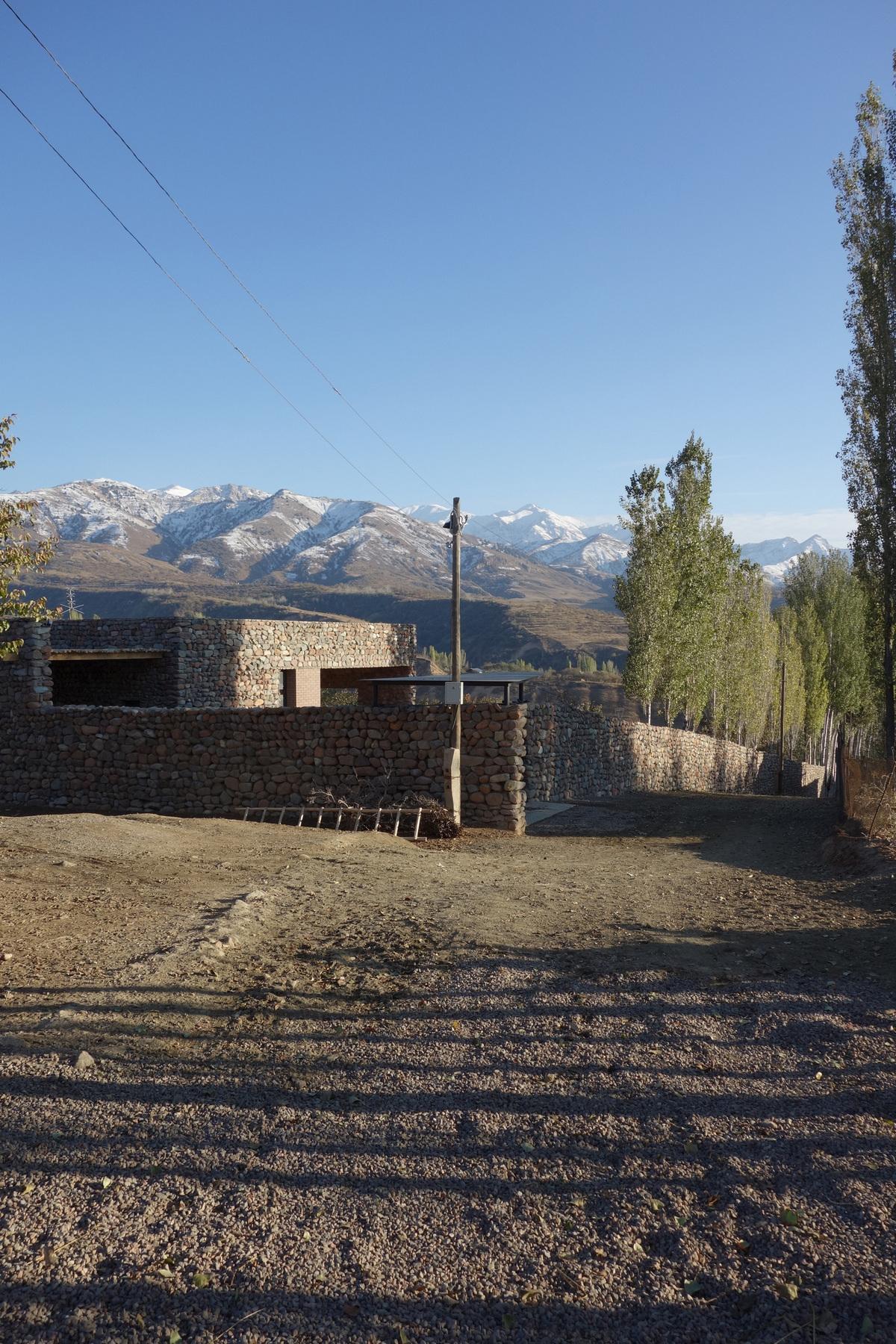 Небольшой каменный домик в Узбекистане