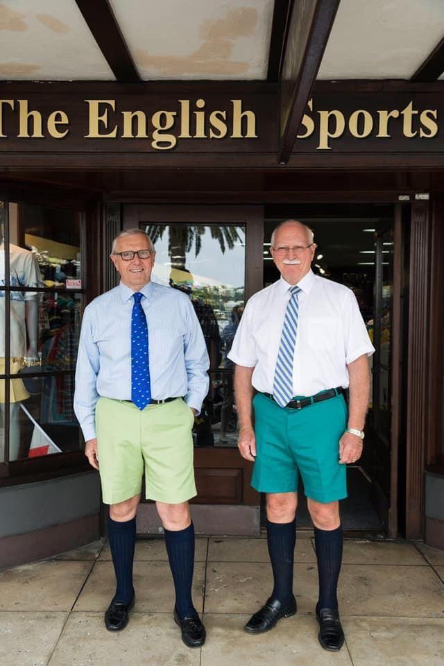 Шорты и пиджаки - офисный стиль на Бермудах