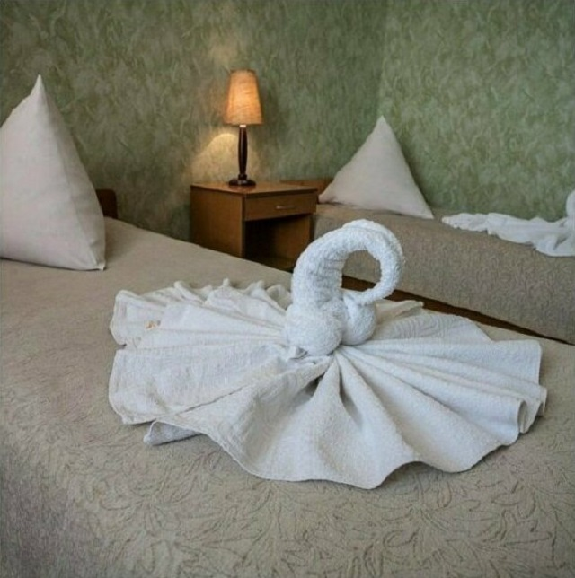 Фигурки из полотенец и юмор от сотрудников гостиниц