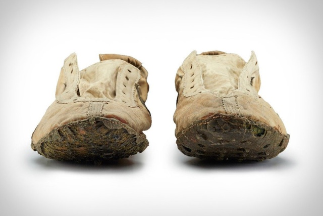 Редкие Moon Shoe кроссовки Nike за 437 500 долларов