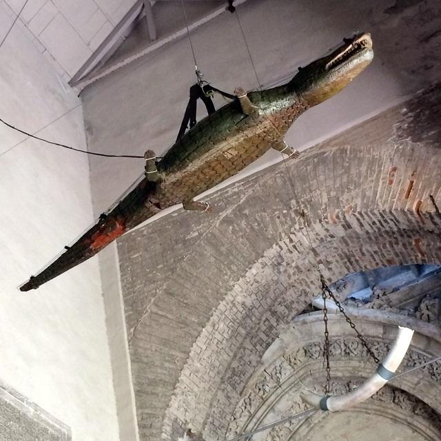 Что крокодилы делают в христианских церквях?