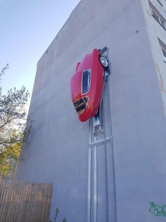 Автомобиль, который можно припарковать на стене