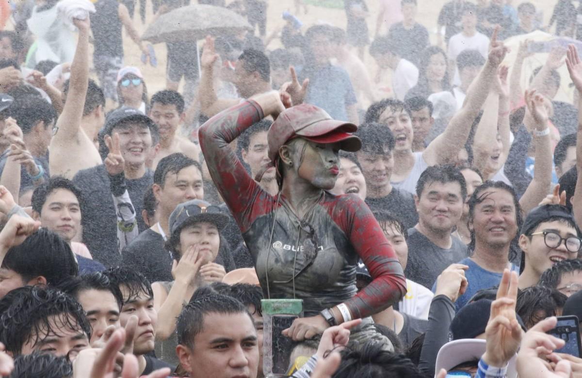 Фестиваль морской грязи в Порёне 2019