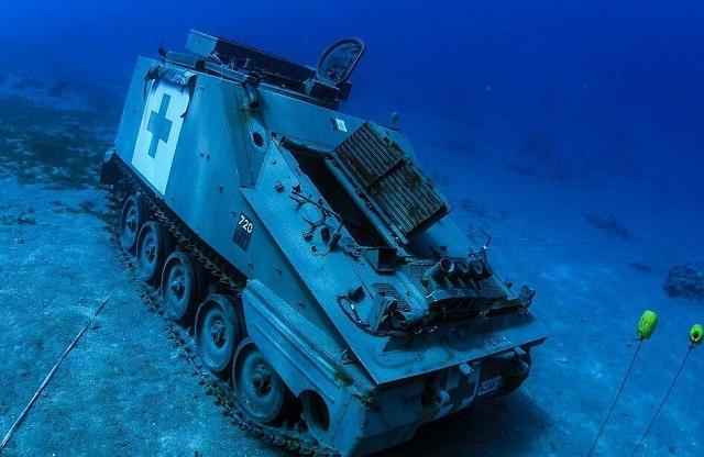 Подводный музей военной техники открыли в Иордании