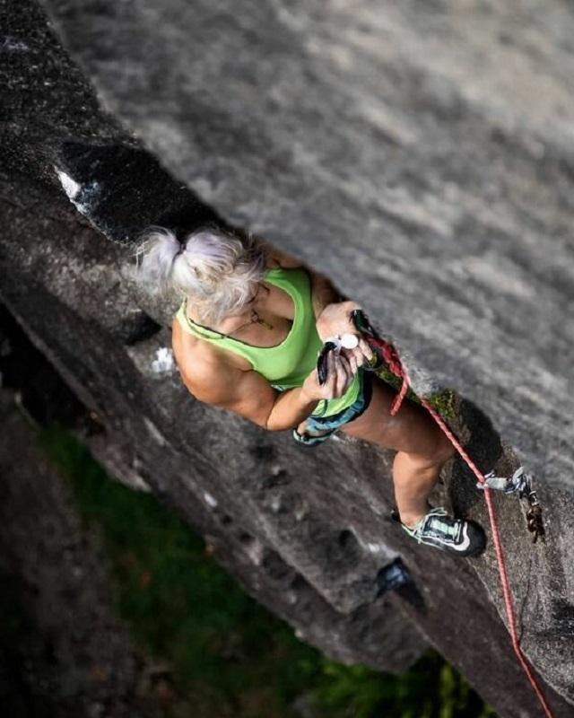 Главное правило безопасности альпиниста - не отвлекаться