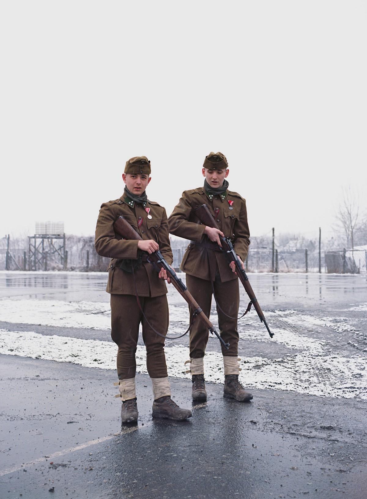 Военный детский лагерь с муштрой, пушками и поцелуями в Венгрии