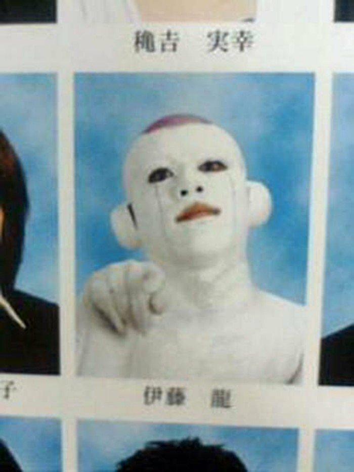 15 очень странных фотографий из выпускных альбомов