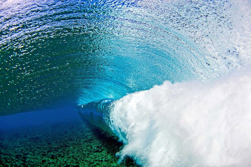 Захватывающие снимки волн изнутри