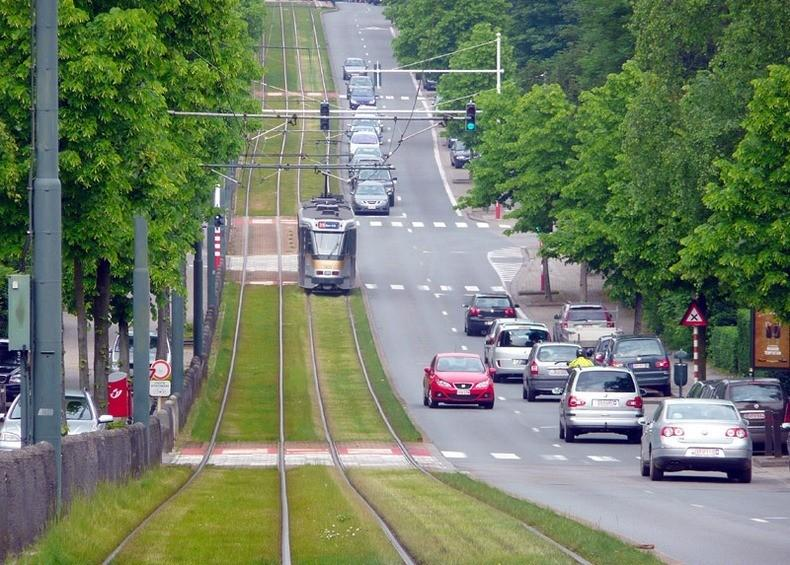 Зеленые трамвайные пути в Европе