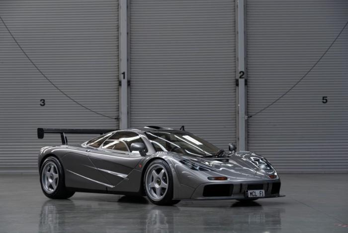 Один из двух уникальных McLaren F1 LM отправляется на аукцион
