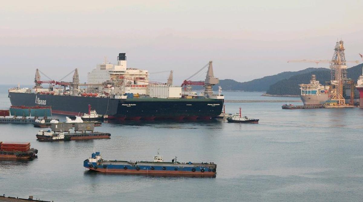 Огромный корабль, как целый город