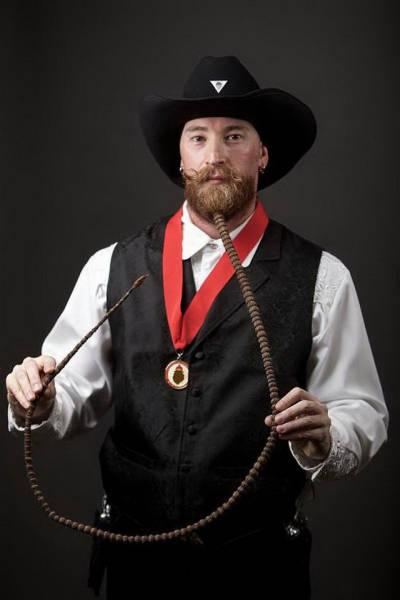 Веселые бородачи умеют развлекаться