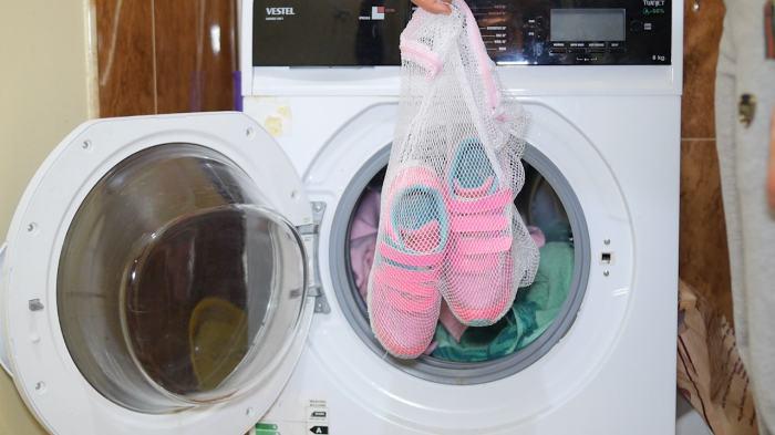 Как правильно стирать обувь в машинке