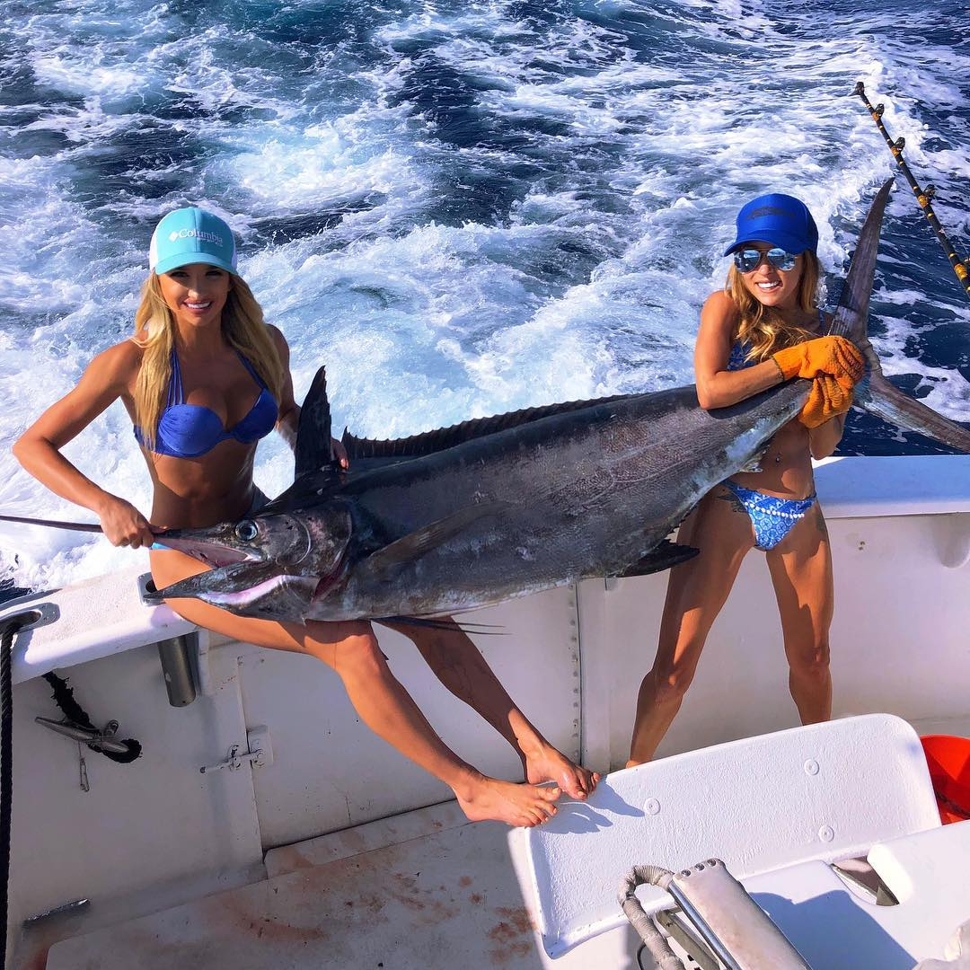 Соблазнительная рыбачка Эмили Ример из Майами