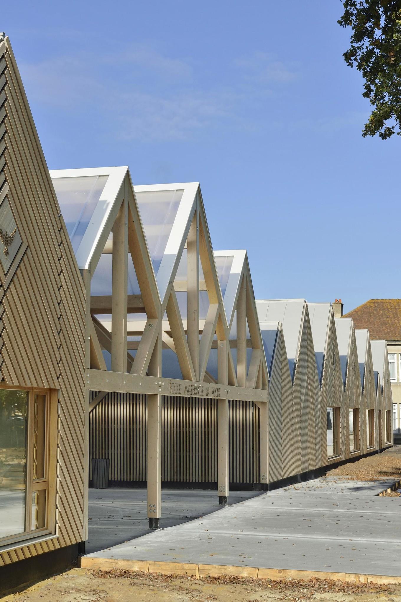 Деревянная школа во Франции