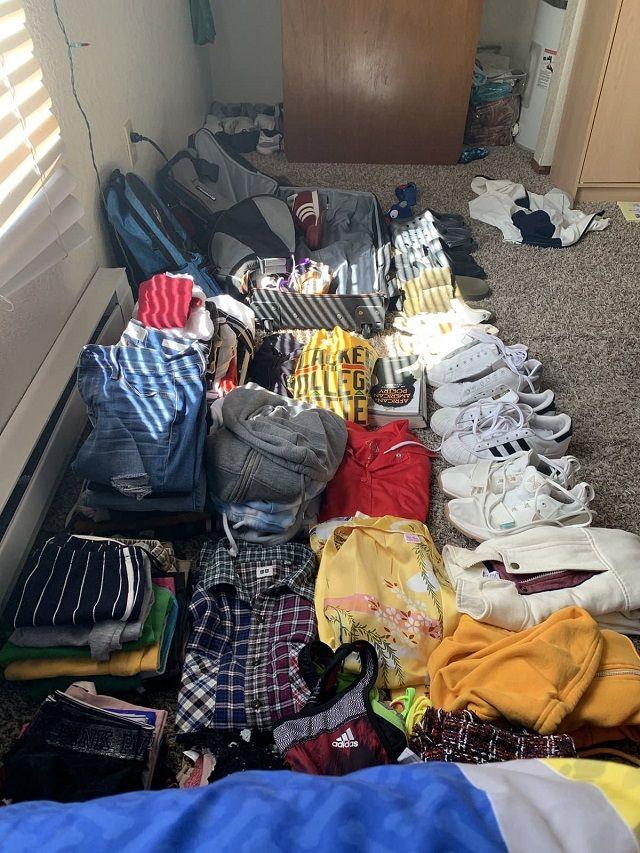 Девушка втиснула в одну сумку 50 предметов одежды и 9 пар обуви