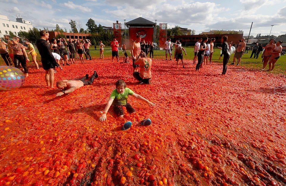 Битва помидорами впервые прошла в Санкт-Петербурге