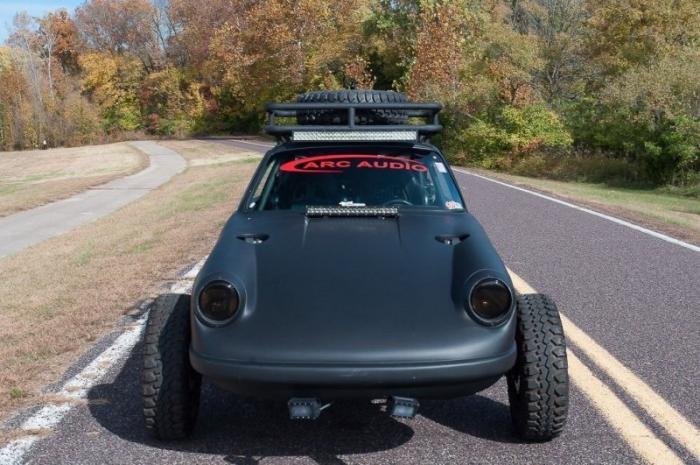 Наверное один из самых необычных Porsche 911