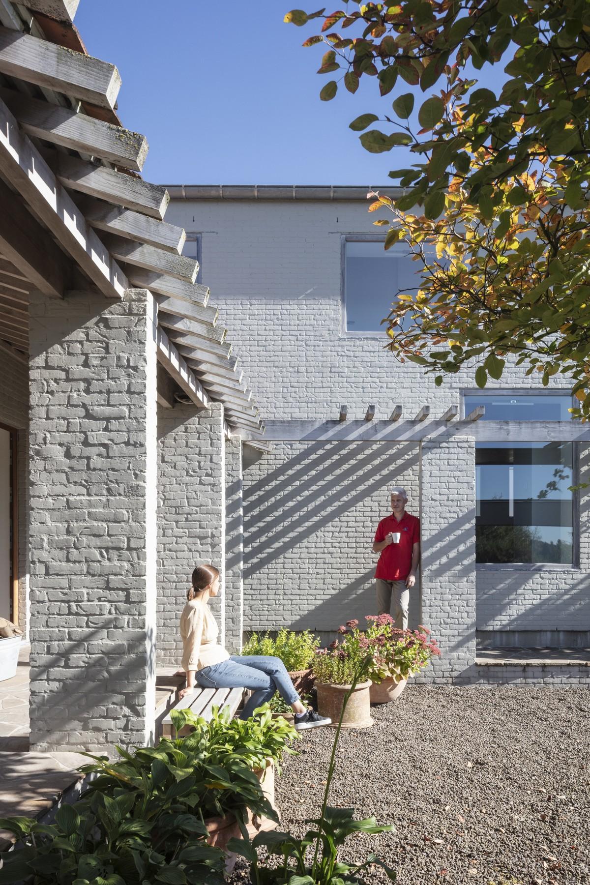 Сельский дом с двором в Бельгии