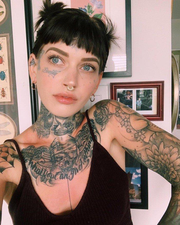 Ужасно красивые девушки боди-модификаторы