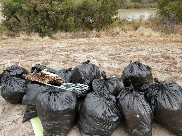Эти люди решили бросить вызов мусору