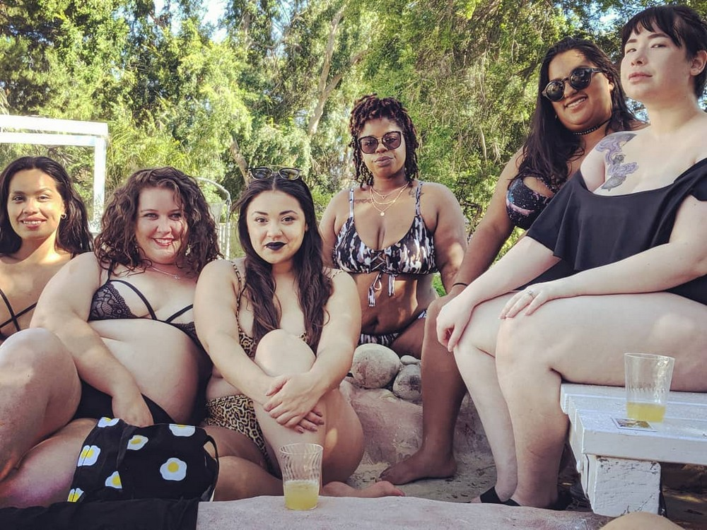 Пышная вечеринка у бассейна Big Bottom Bash