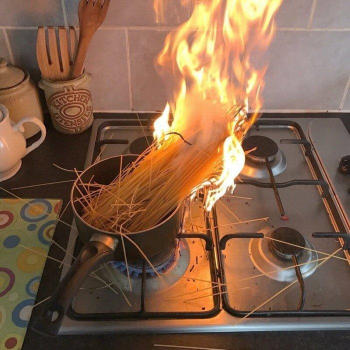 Начинающие кулинары, которым лучше держаться от кухни подальше