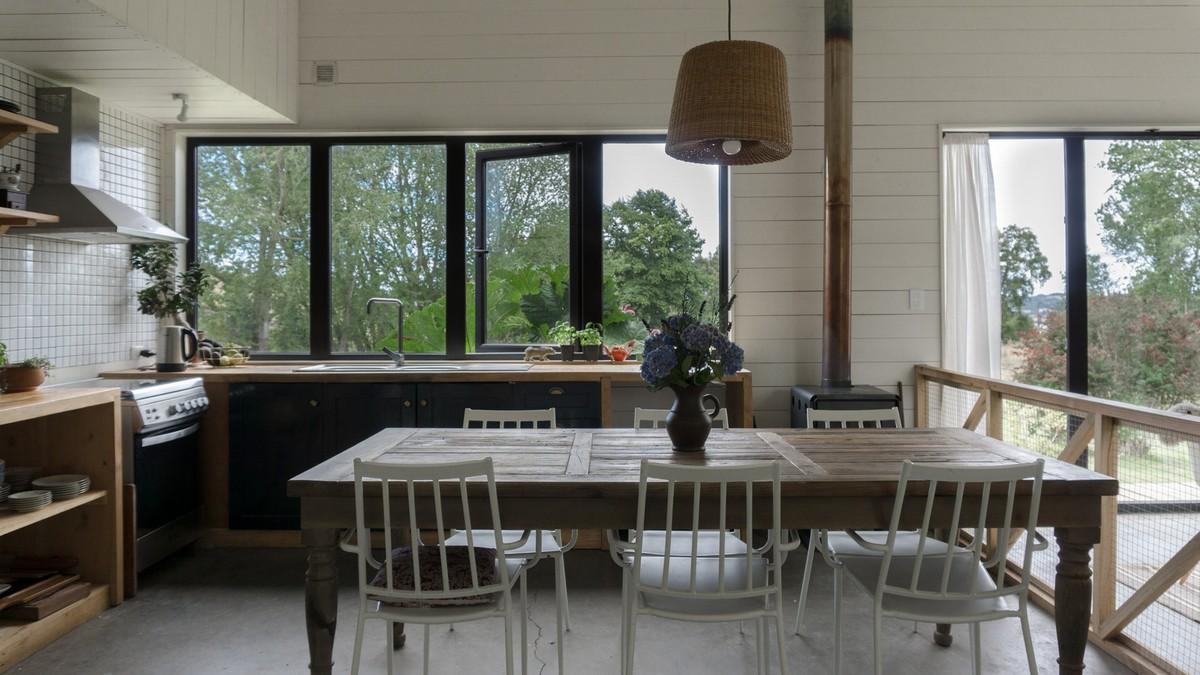 Простой дом в стилистике немецких поселенцев в Чили